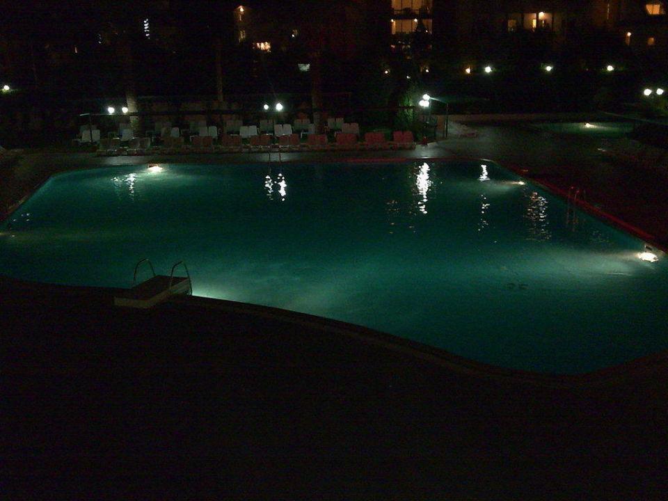Pool bei Nacht Side Breeze Hotel