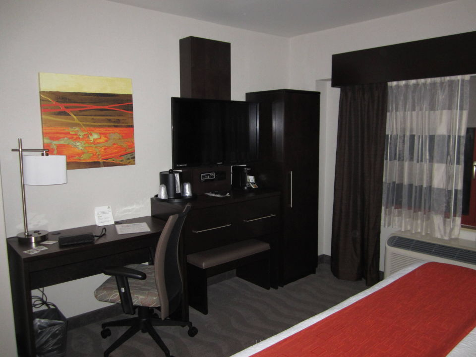 schrank tv tisch holiday inn manhattan financial district new york manhattan. Black Bedroom Furniture Sets. Home Design Ideas