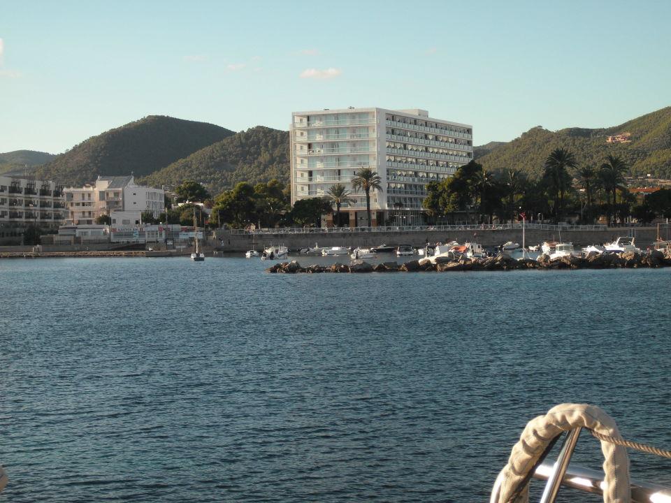 Blick vom Boot auf das Hotel Sirenis Hotel Goleta & Spa (Vorgänger-Hotel - existiert nicht mehr)
