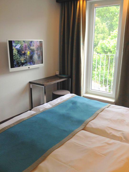 bild hotelfront zu motel one k ln mediapark in k ln. Black Bedroom Furniture Sets. Home Design Ideas