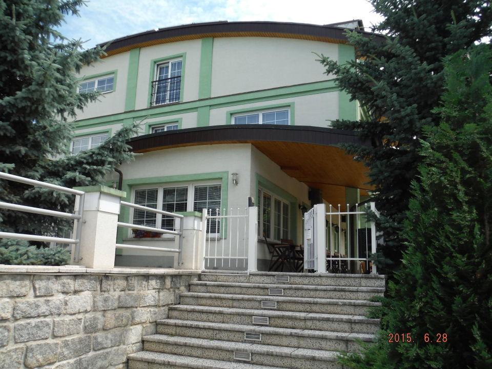 Äussere Sitzmöglichkeit zum Restaurant Parkhotel Congress Center Plzen/Pilsen