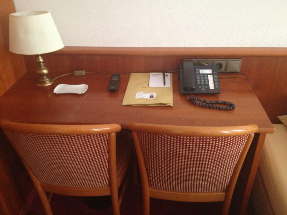 Schreibtisch hotel bismarck in d sseldorf for Schreibtisch 2 00 m