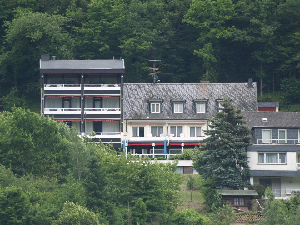 ...met telelens vanaf de andere kant van de Moezel Moselromantik Hotel Thul