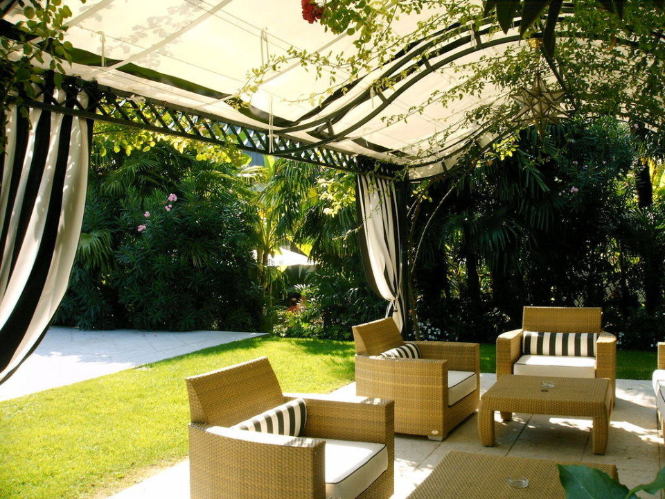 Sitzgelegenheit am Pool 4 Stagioni Hotel & Spa