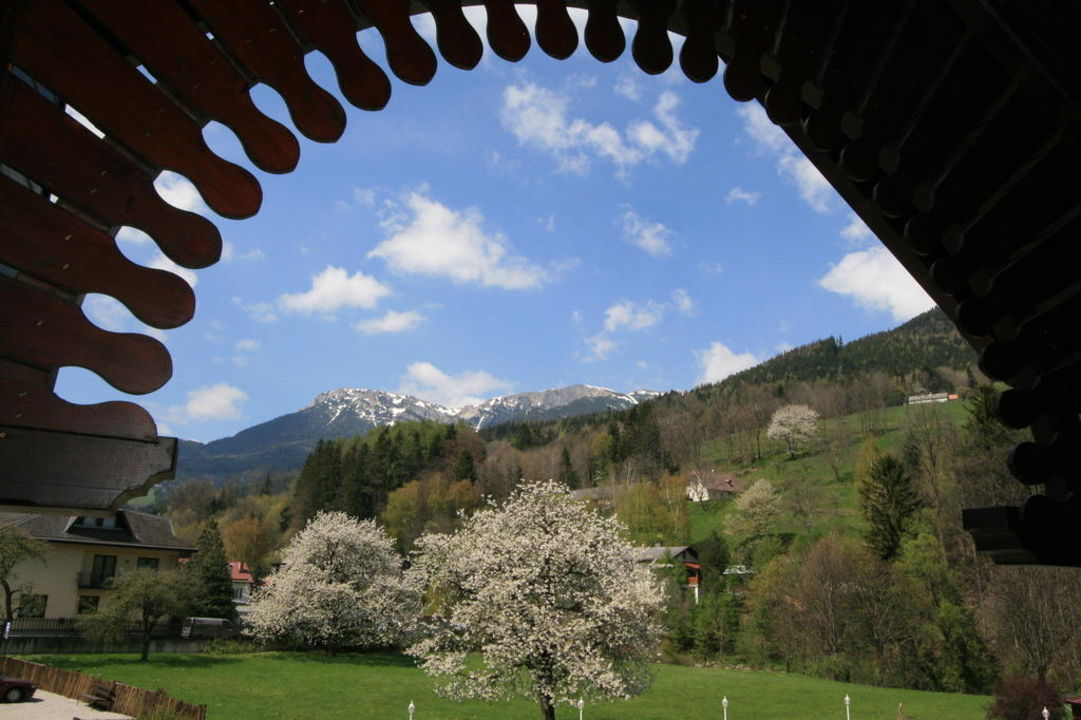 Blick zur Rax Wellness-Seminarhotel Raxalpenhof