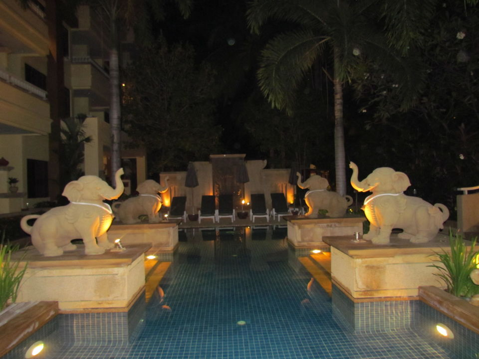Kinderpool bei Nacht Hotel Busakorn Wing & Holiday Inn Resort