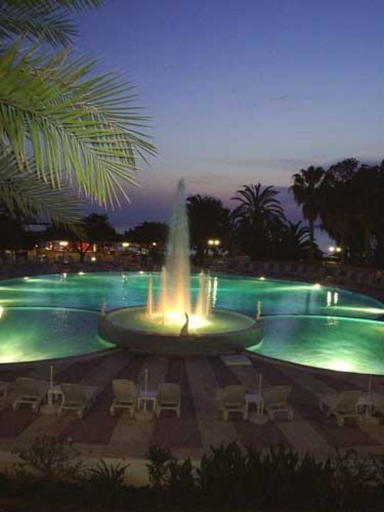 Pool bei Nacht Hotel Top
