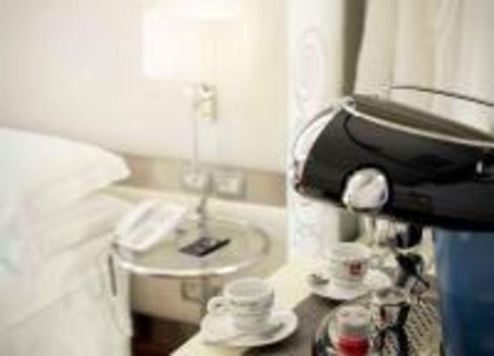 In ogni camera macchina caffè espresso illy\