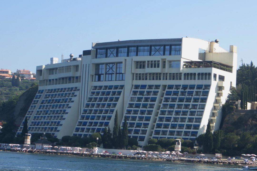 Blick Auf Das Hotel Vom Schiff Aus Grand Hotel Bernardin Portoroz