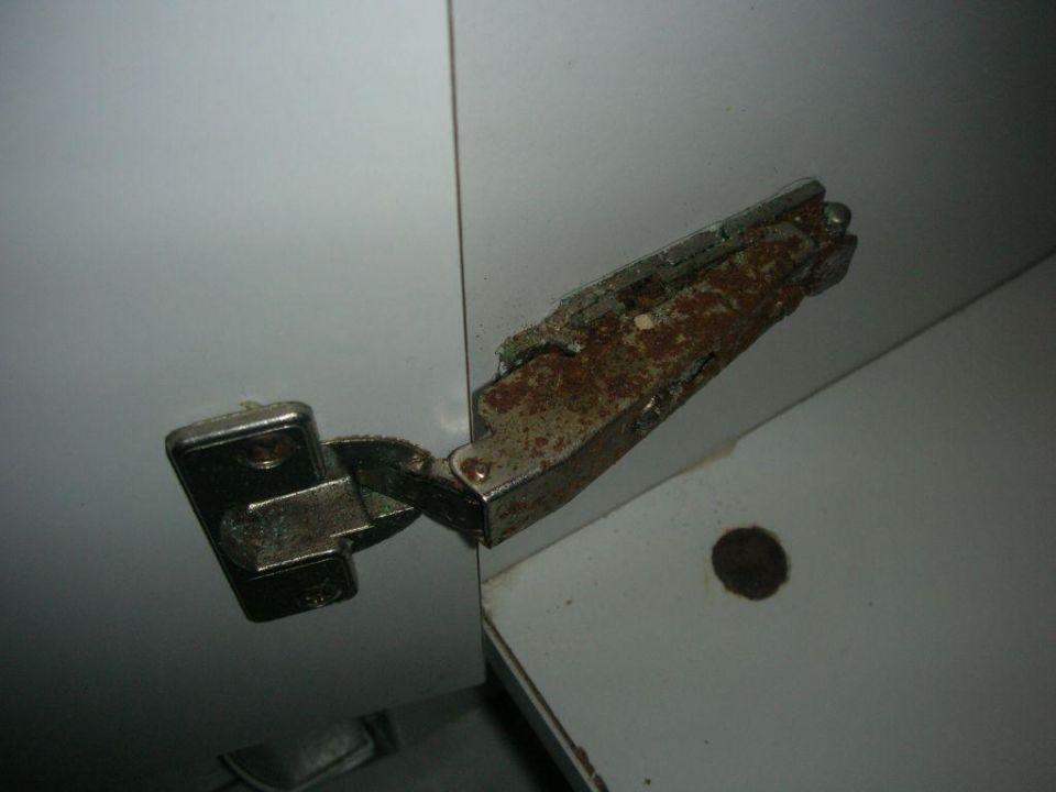 Scharniere Küchenschrank Zimmer 102\
