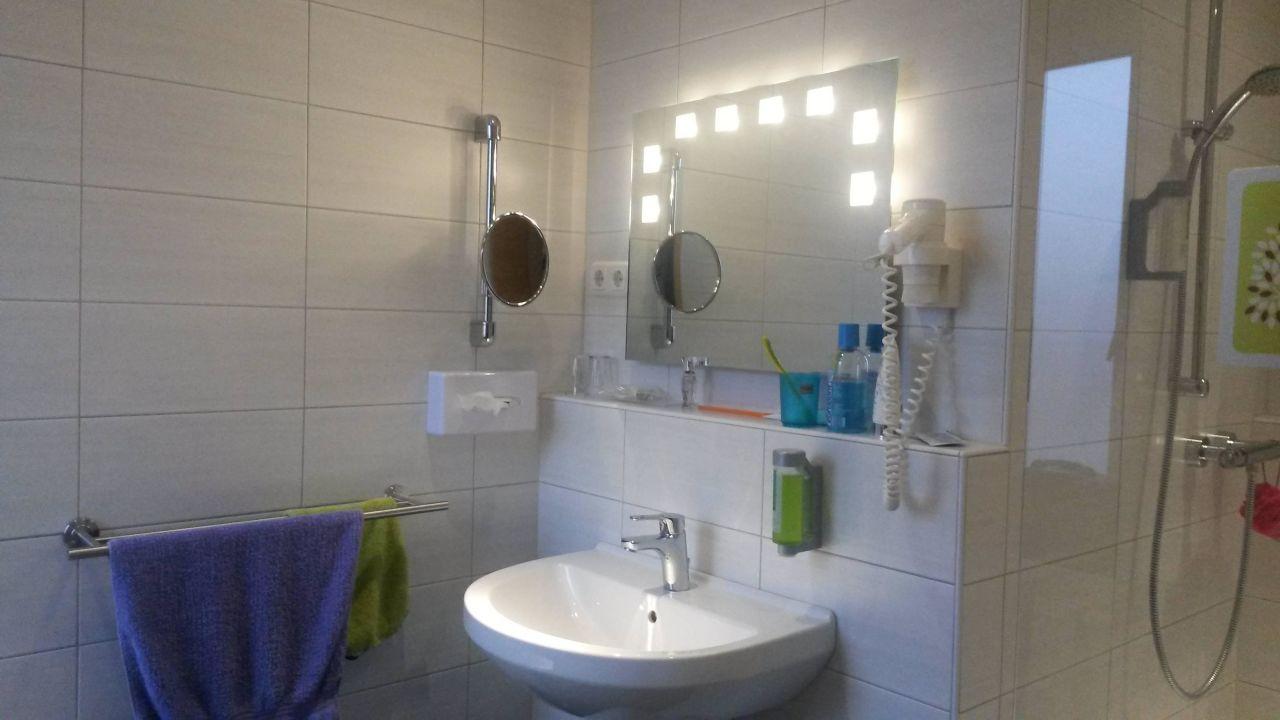 WC mit Dusche\