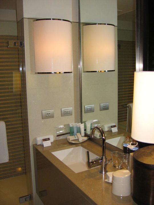 Badezimmer der Suite Millennium Hilton Bangkok