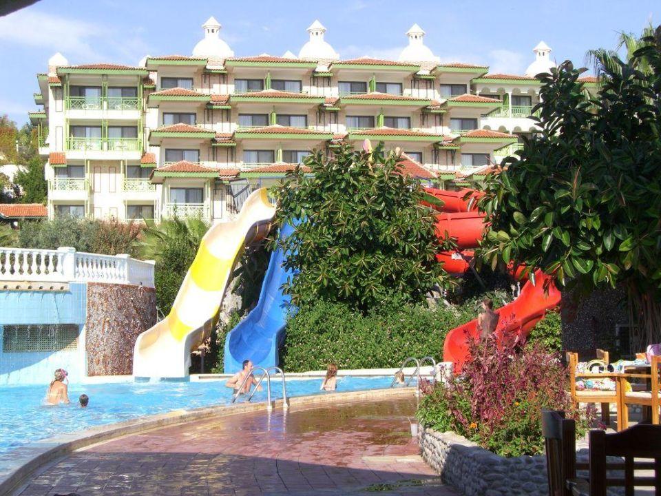 Poollandschaft mit Rutschen im Defne Star Hotel Defne Ana