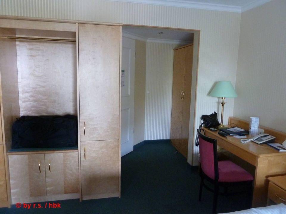 Schrank Schreibtisch In Der Suite Meiner Mutter Maritim Hotel