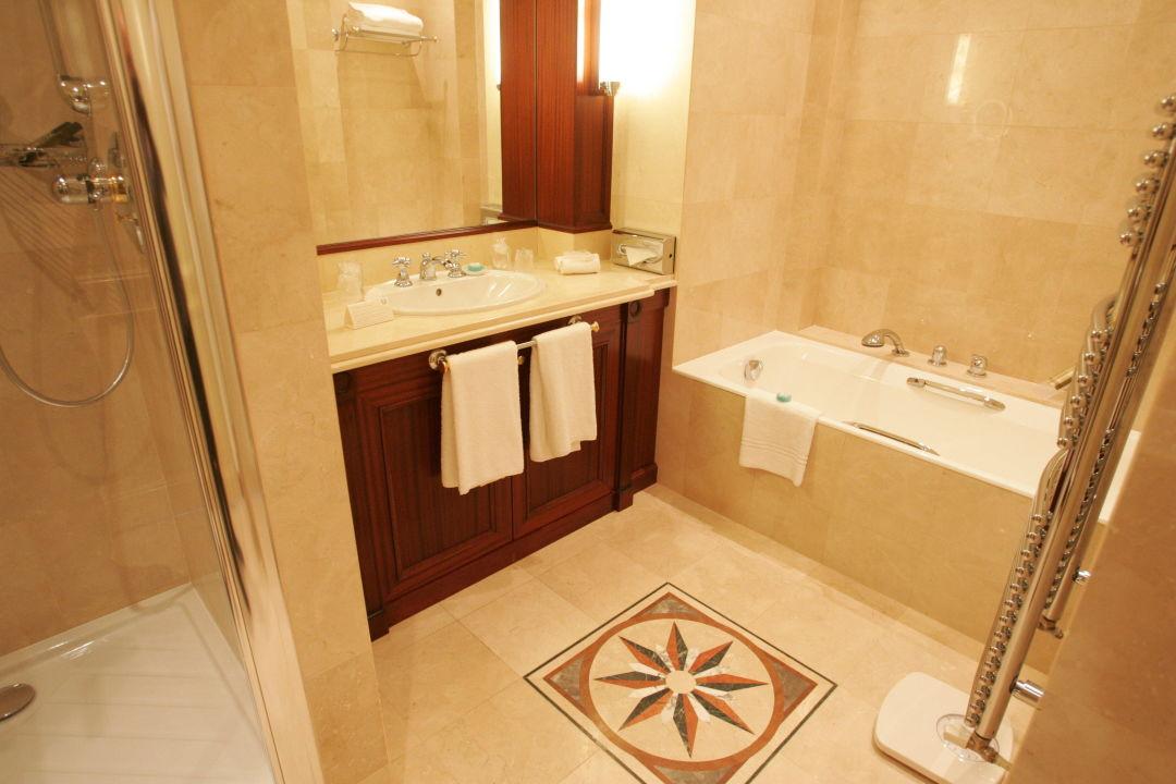 Bild salle de bain zu hotel napoleon in paris for Salle bain hotel