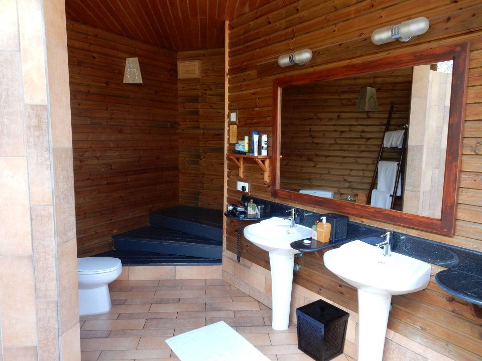 Halboffenes Badezimmer Der Jacuzzi Beach Villa Kuredu Island Resort U0026 Spa