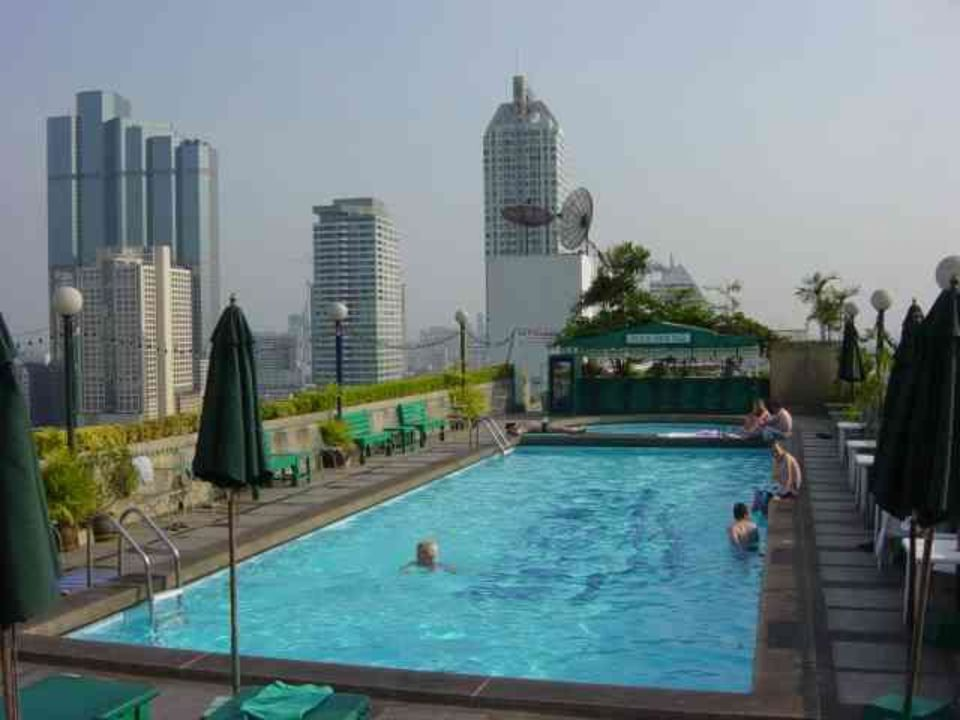 bild pool auf der dachterrasse zu hotel furama silom bangkok in bangkok. Black Bedroom Furniture Sets. Home Design Ideas