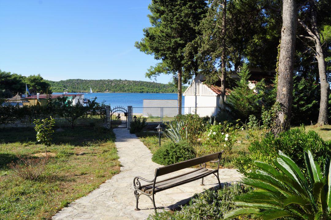 Pension Kleine Hexe Pirovac Kroatien