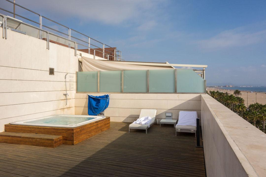 Whirlpool auf der dachterrasse hotel neptuno valencia holidaycheck valencia spanien - Whirlpool dachterrasse ...