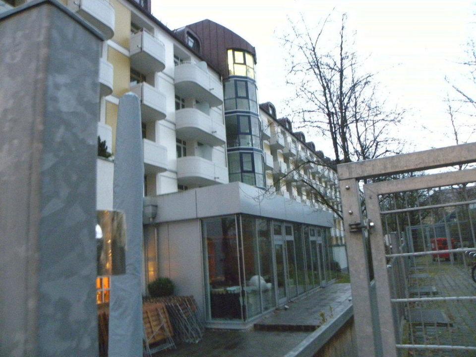 Hotelrückseite Leonardo Hotel & Residenz München