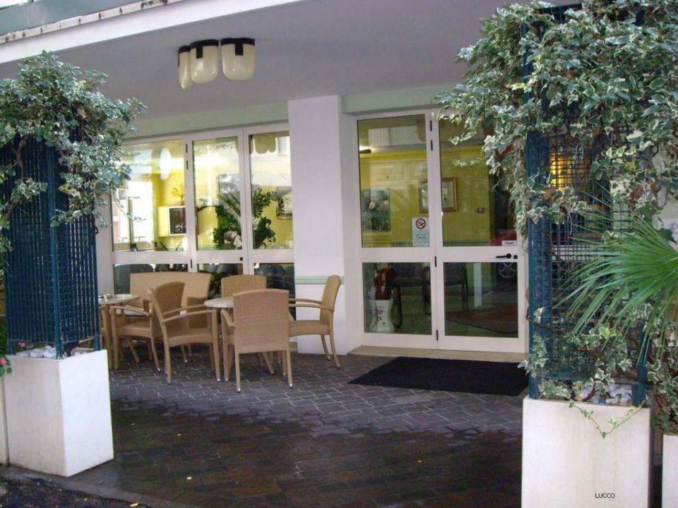 Wejscie do hotelu Hotel Plaza