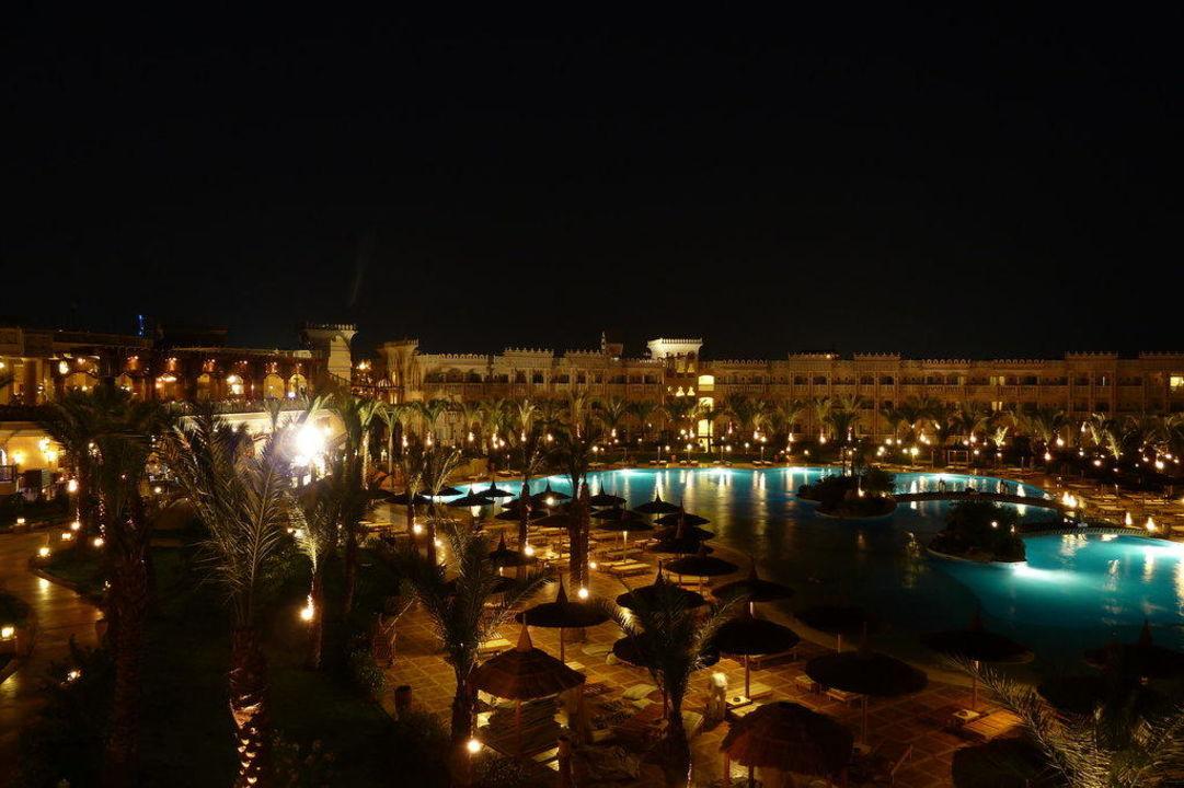 Hotel am späten Abend Albatros Palace Resort