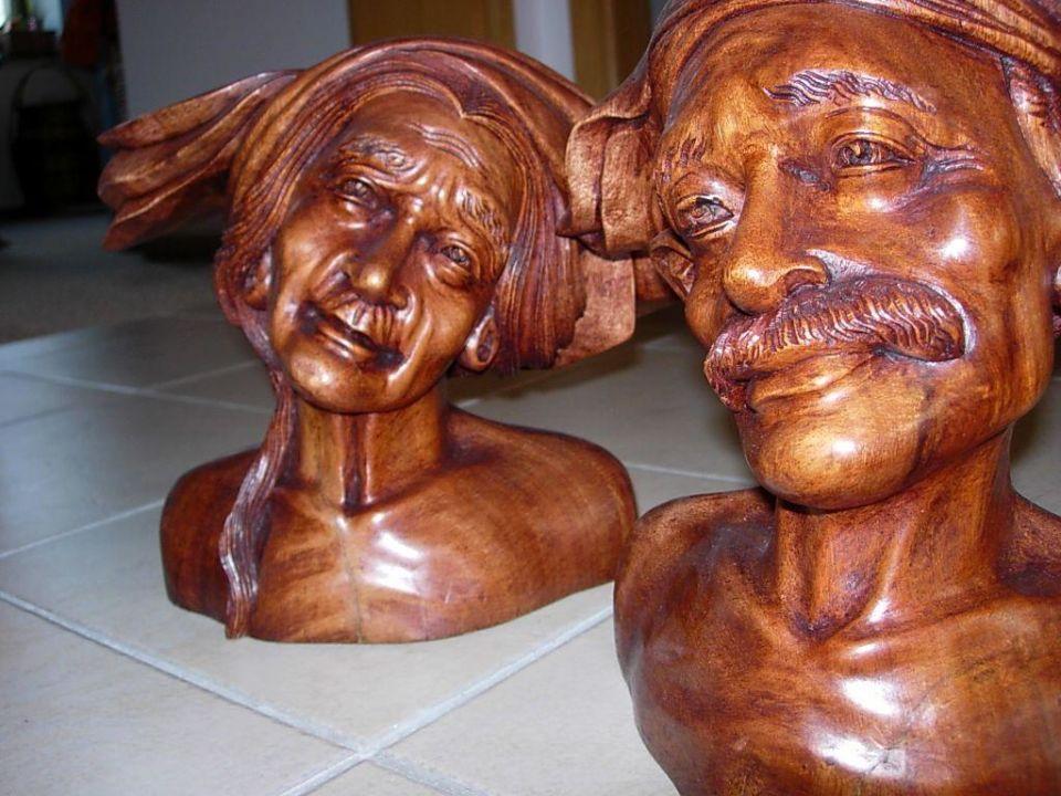 Holzkunst aus dem Hotel Puri Kelapa Garden Cottages