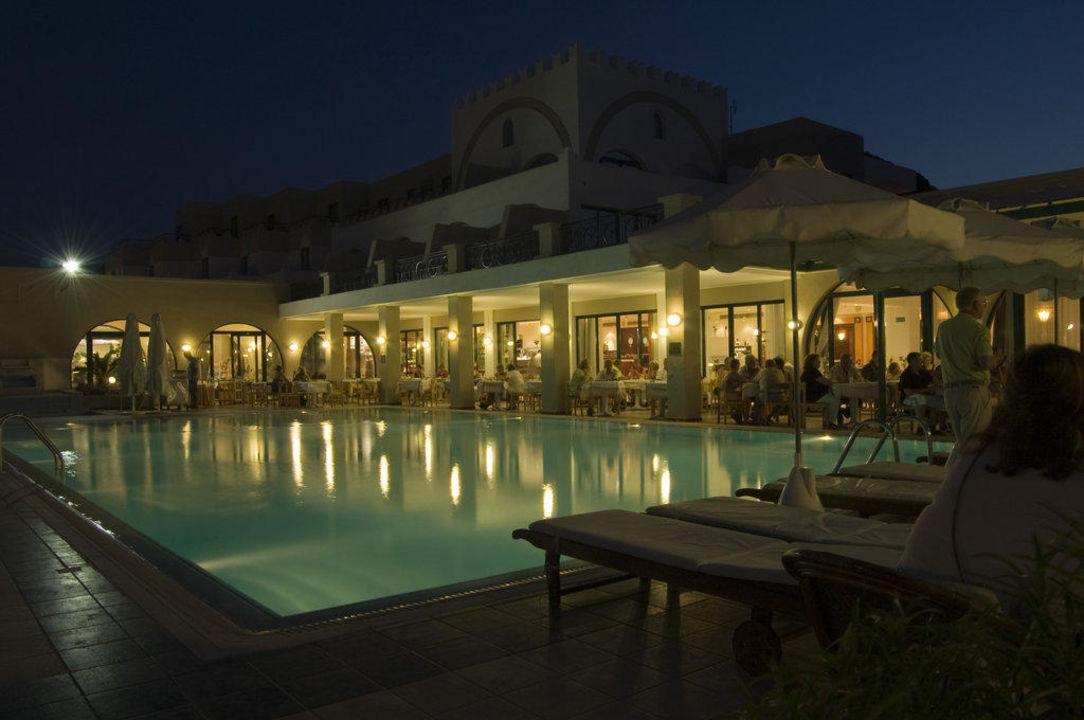Restaurant am Pool im Abendlicht Hotel Calypso Palace