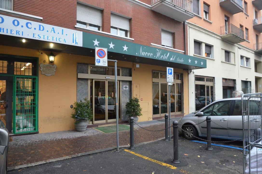 Eingang Nuovo Hotel Del Porto