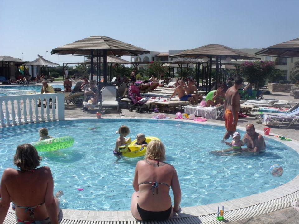 Brodzikowe zabawy Hotel Akti Beach Club