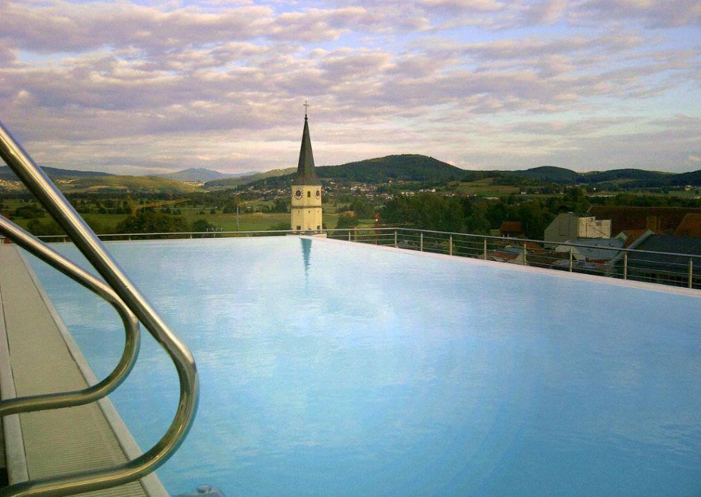 freiluft pool auf dem dach hotel randsbergerhof cham holidaycheck bayern deutschland. Black Bedroom Furniture Sets. Home Design Ideas