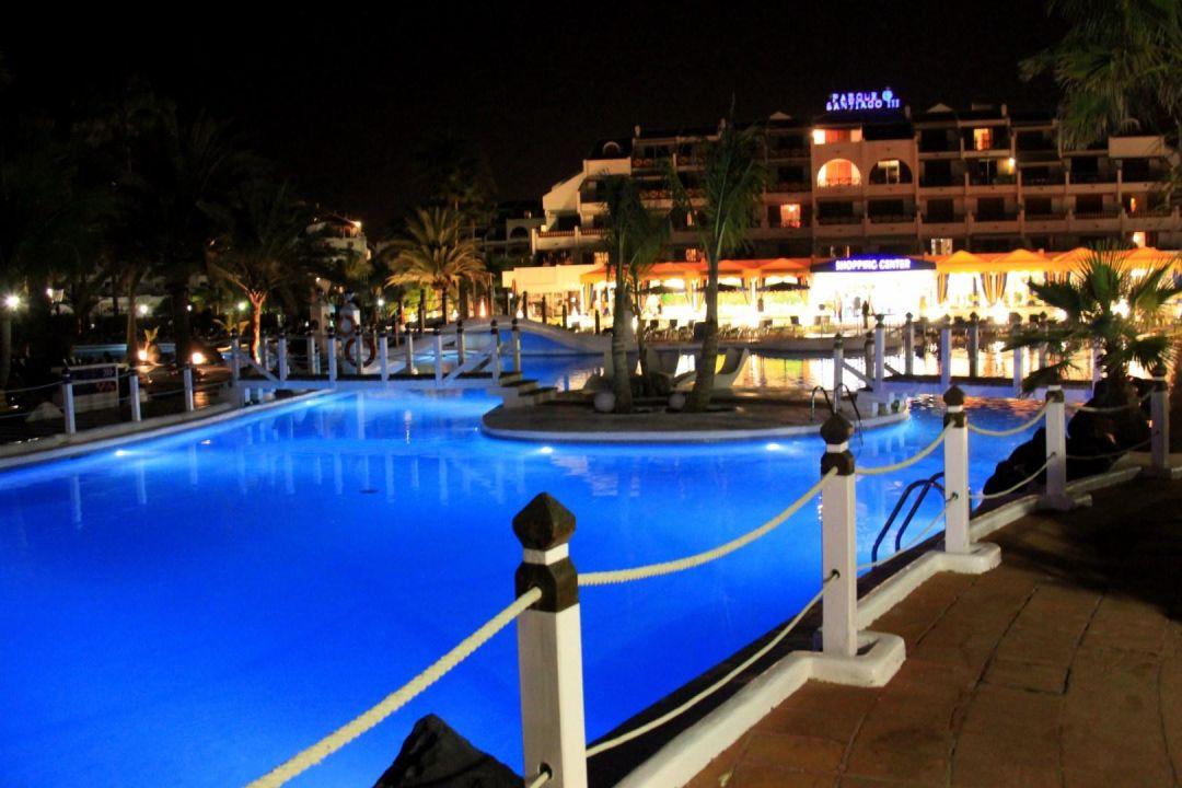 Pool bei nacht apartamentos parque santiago 3 playa de las americas holidaycheck - Apartamentos parque santiago ...