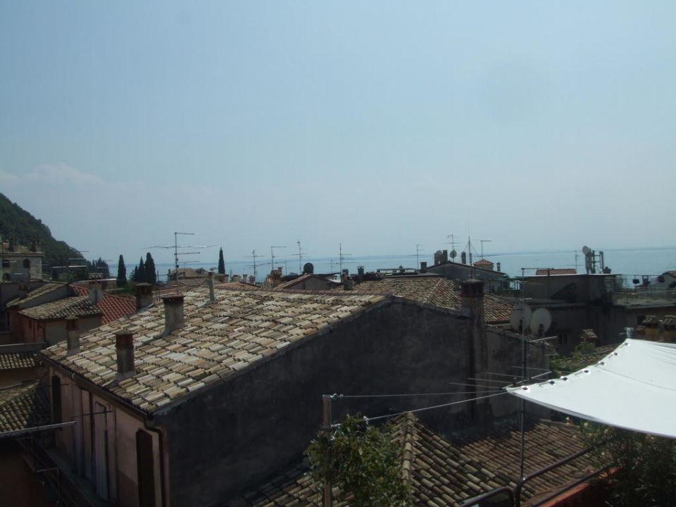 Dachterrassenblick über Garda Hotel Cortina