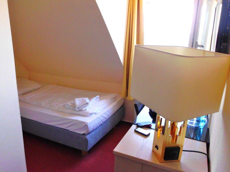 bett unter der schr ge hotel stolteraa rostock warnem nde holidaycheck mecklenburg. Black Bedroom Furniture Sets. Home Design Ideas