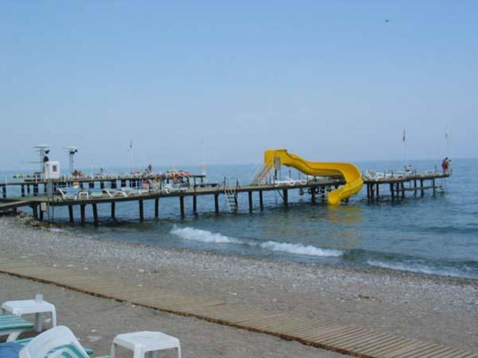 Steg ins Meer mit Rutsche Hotel Ring Beach