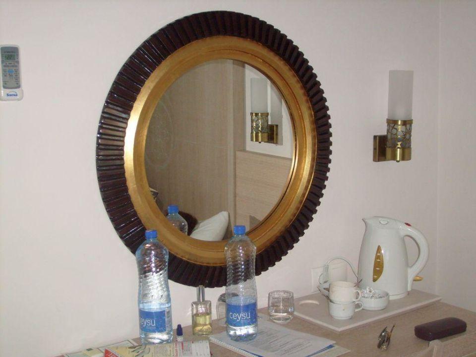 Kommode Im Schlafzimmer Mit Wasserkocher Hotel Sultan Of Side