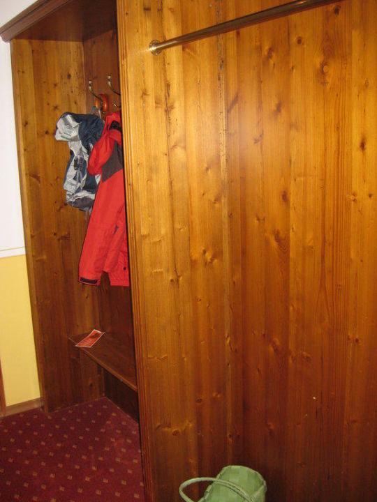 garderobe hotel lindenwirt drachselsried holidaycheck bayern deutschland. Black Bedroom Furniture Sets. Home Design Ideas