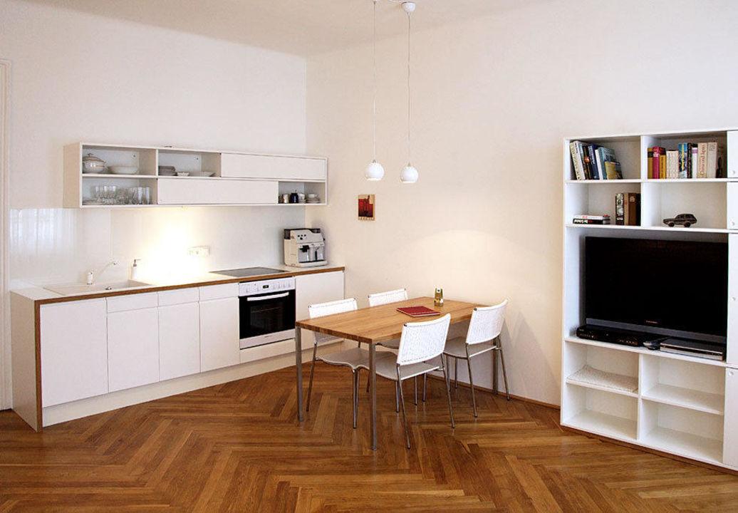 Wohnzimmer mit amerikanischer Küche\