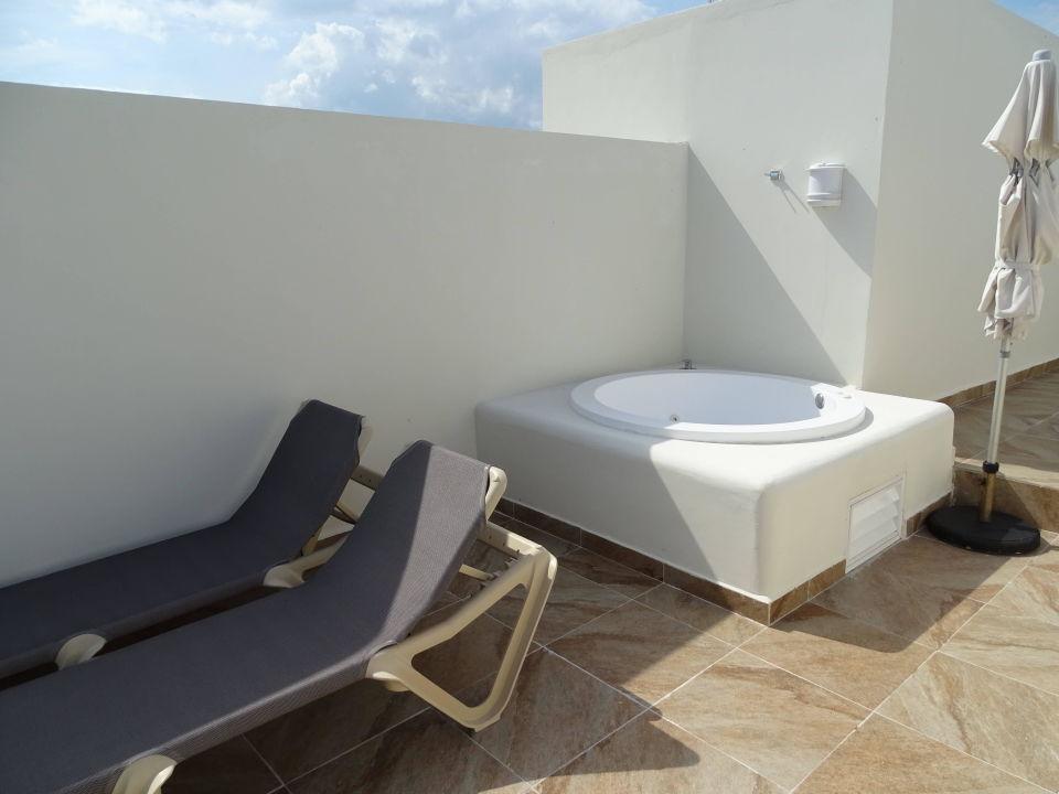 Whirlpool und liegen auf der dachterrasse akumal bay beach wellness resort akumal riviera - Whirlpool dachterrasse ...