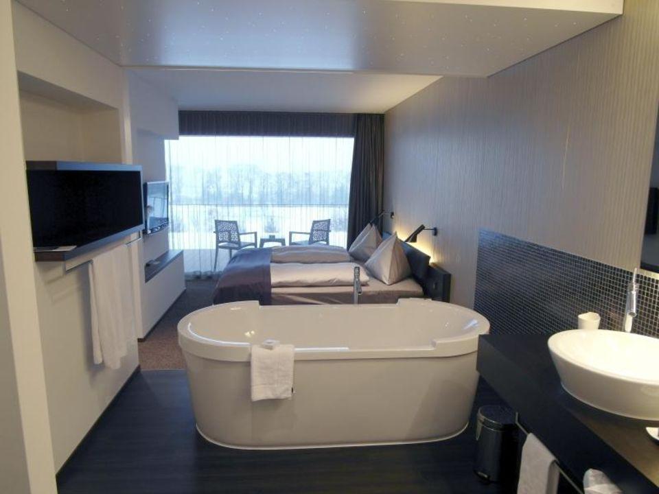 bad junior suite 111 wellnesshotel golf panorama lipperswil holidaycheck kanton thurgau. Black Bedroom Furniture Sets. Home Design Ideas