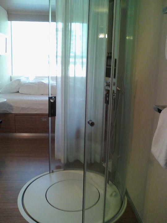 dusche mitten im zimmer cool citizenm hotel schiphol airport - Hotel Amsterdam Dusche Im Zimmer