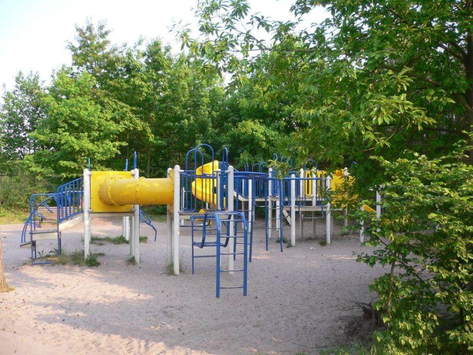 Klettergerüst Spielplatz : Klettergerüst auf dem spielplatz u stockfoto majorosl