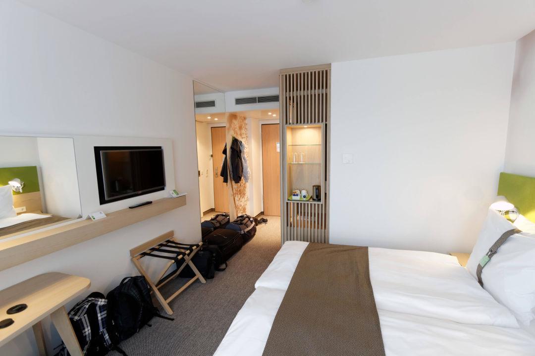 Bett Und Fernseher Mit Flur Holiday Inn Frankfurt Alte Oper