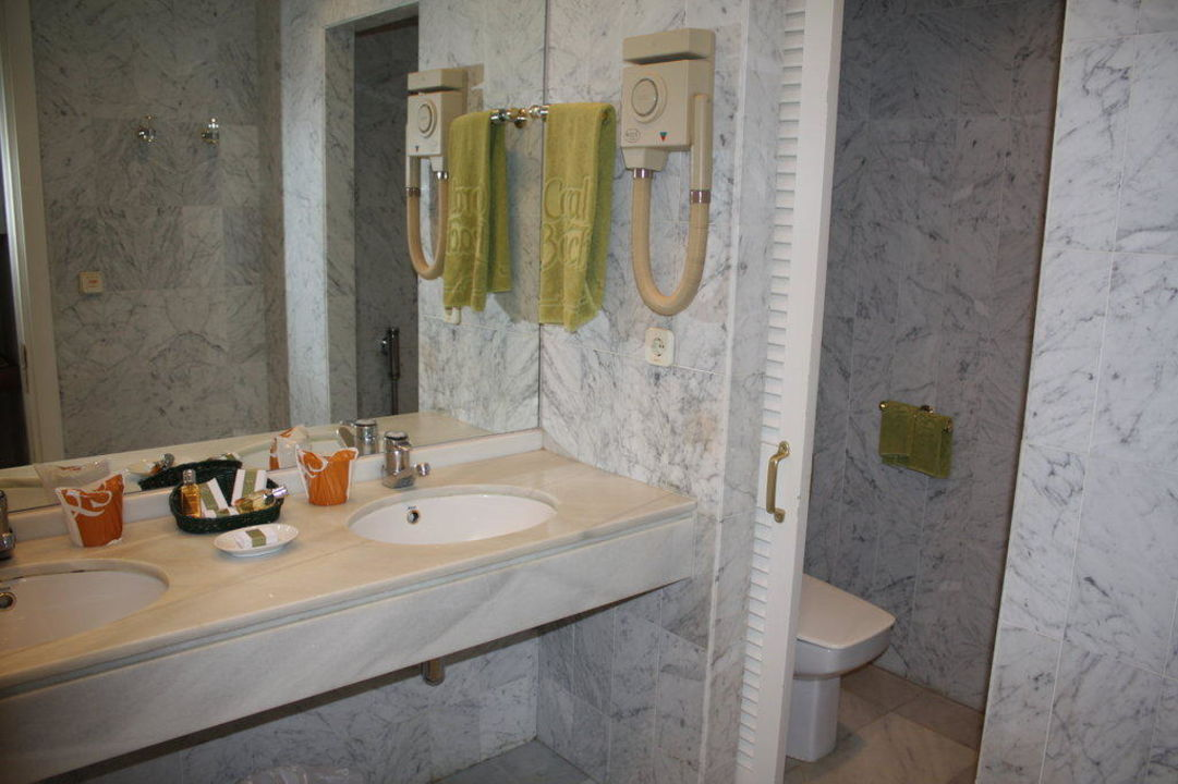 Badezimmer eines Doppelzimmers IBEROSTAR Marbella Coral Beach