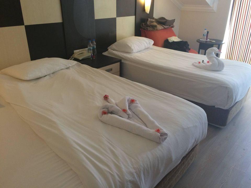 Bild deko auf dem bett zu aydinbey famous resort in for Deko bett