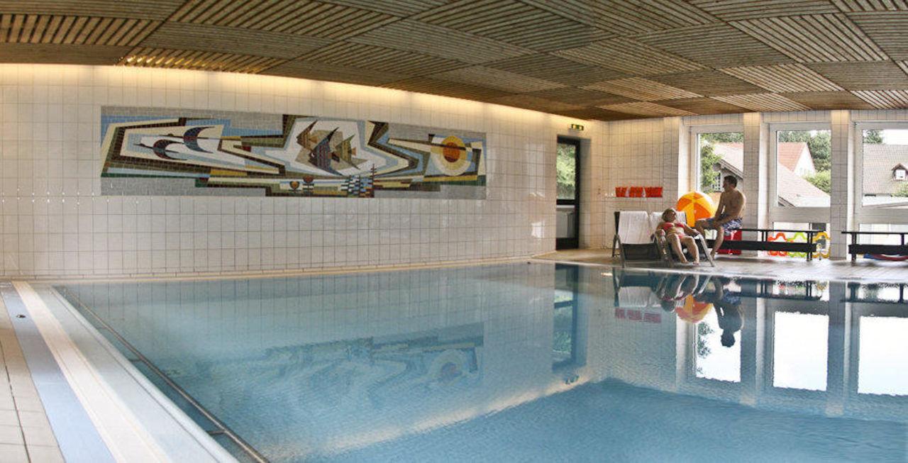 Schwimmbad innenpool im hotel niedersachsen harz hotel for Hotel harz schwimmbad