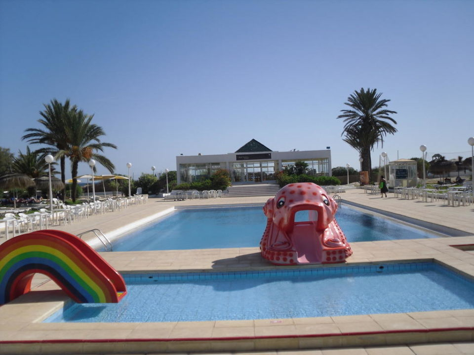 Morgens am Pool Hotel El Mouradi Cap Mahdia