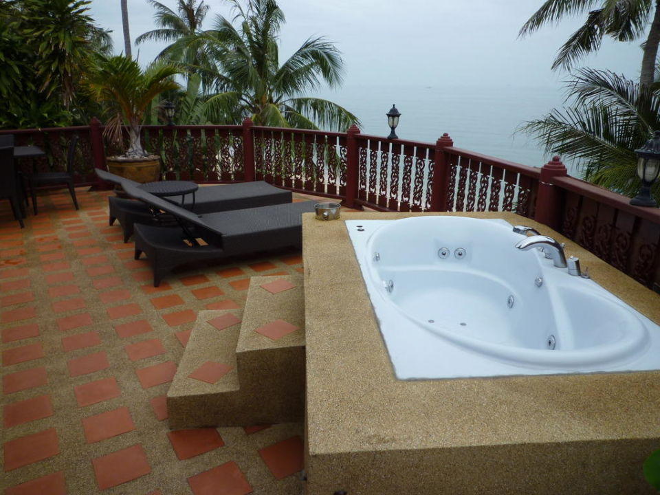 whirlpool auf dem balkon villa jfk koh samui ban bang po holidaycheck koh samui thailand. Black Bedroom Furniture Sets. Home Design Ideas