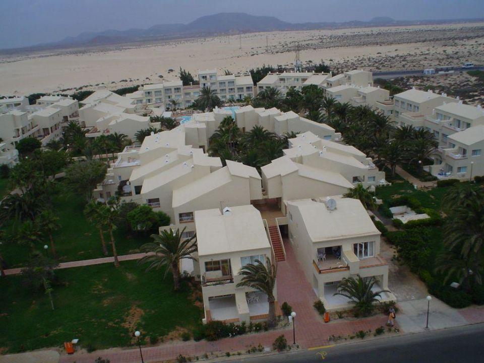 Blick vom Hotel auf die Appartementanlage Hotel Riu Oliva Beach Resort