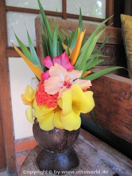 Und jeden Tag frische Blüten Pondok Sari Beach Resort & Spa